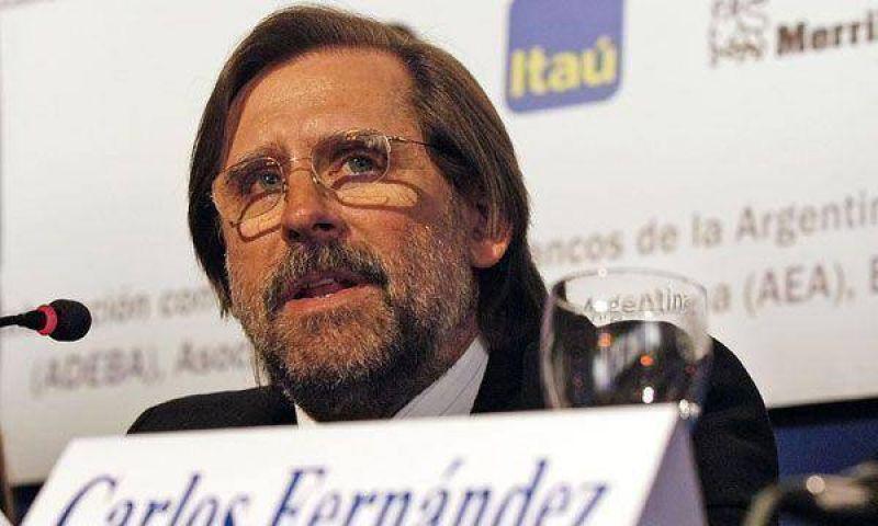 El ministro Carlos Fernández reapareció y habló en público
