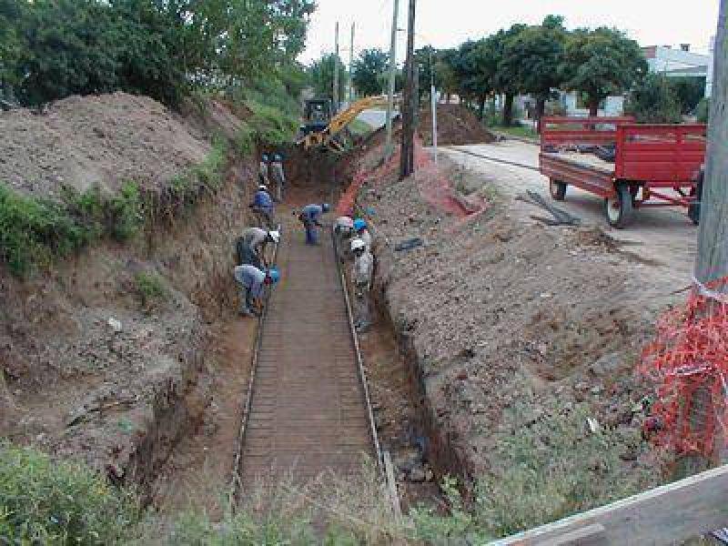 Entubamiento de canales - Si el clima acompaña, iniciarán el hormigonado en canal de Brown