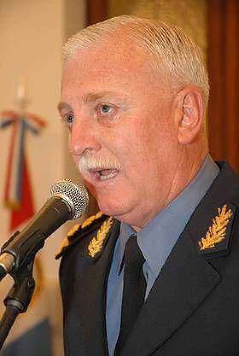 El gobierno ratificó a Juan Luis Hek como Jefe de la Policía de la provincia