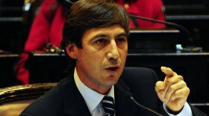 Proyecto de ley propone suspender suba de la tarifa eléctrica.