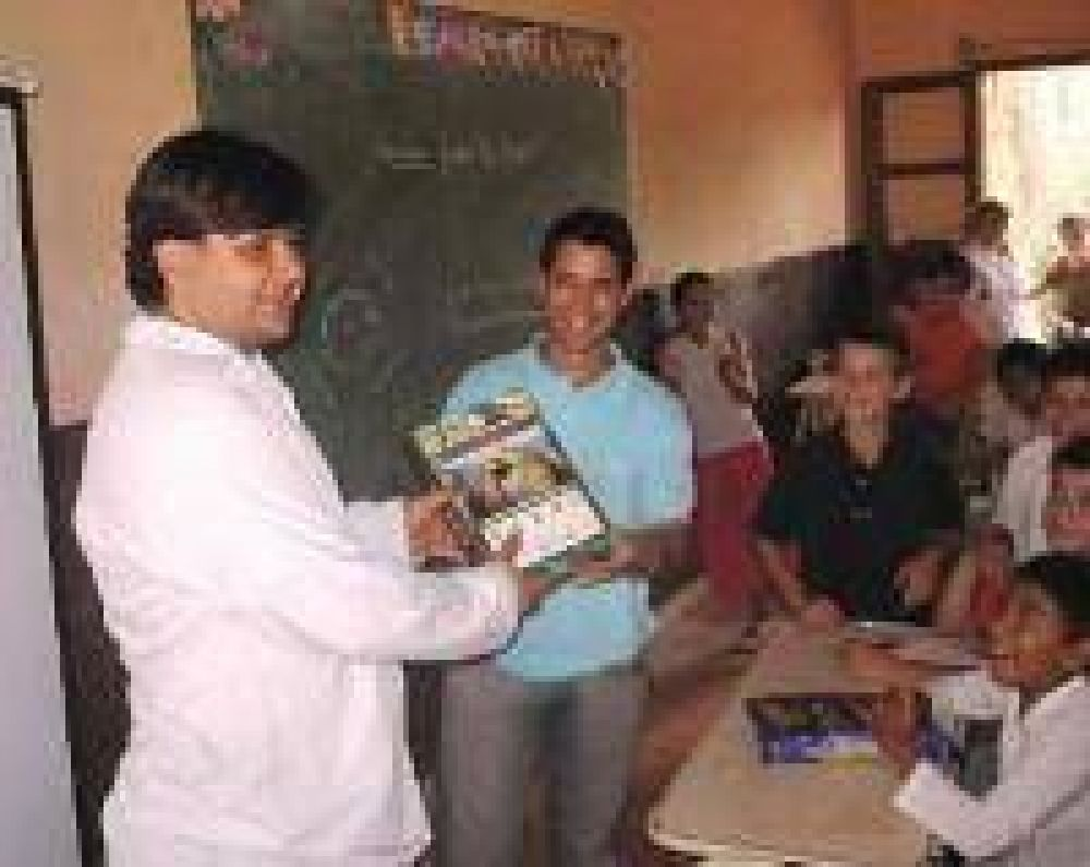 Reanudan la entrega de la Caja Educativa en las escuelas.