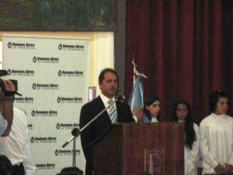 Junto al ministro Oporto Scioli inauguró el ciclo lectivo en Berisso