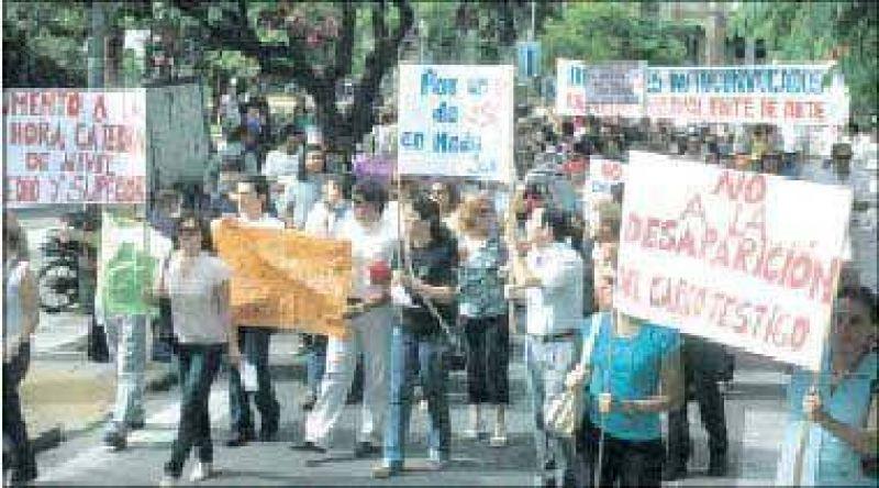 Los docentes reclamaron en las calles su inclusión en el nuevo nomenclador
