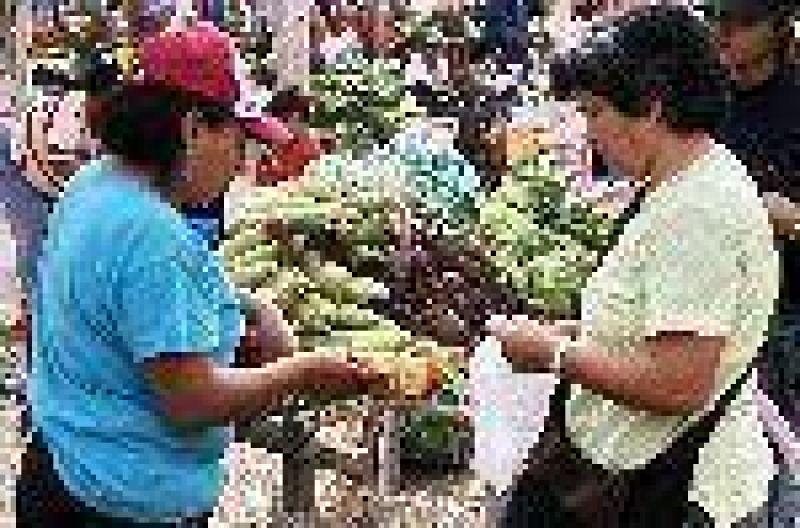 Un trueque de verduras para enfrentar la crisis