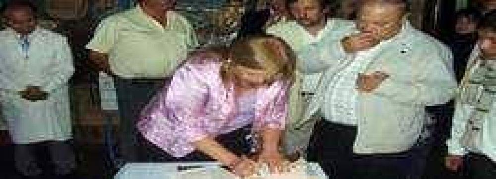 Ambulancia y subsidio para municipio de Palpalá.