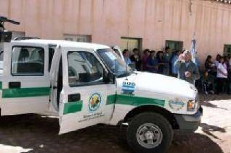 """Humahuaca: Hospital """"Gral. Manuel Belgrano"""" recibió camioneta 0 Km. para APS."""