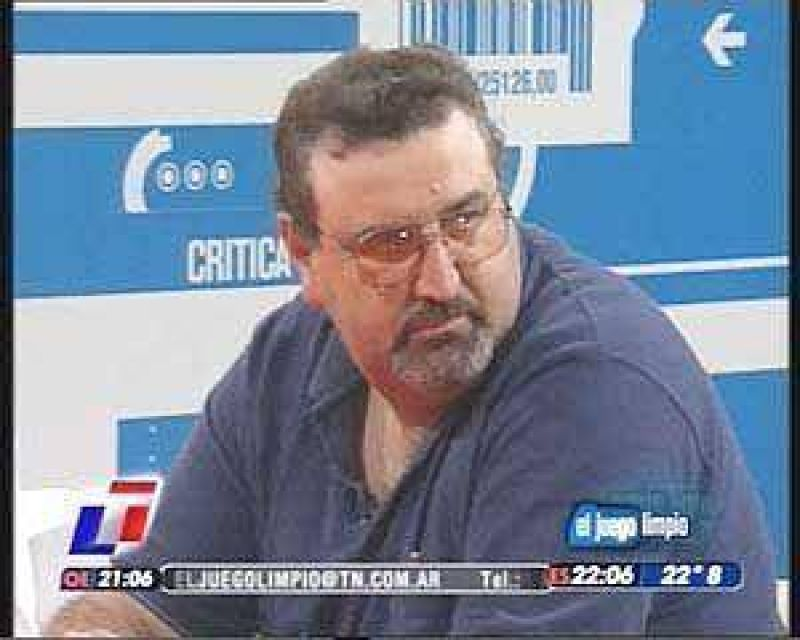 Julio Bucciarelli, en mesa de productores con Nelson Castro: `en Olavarr�a est� parado el 70% de los camiones�, dijo.