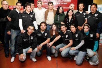 Elizondo brindó una clínica a los alumnos del curso de árbitro de Tigre