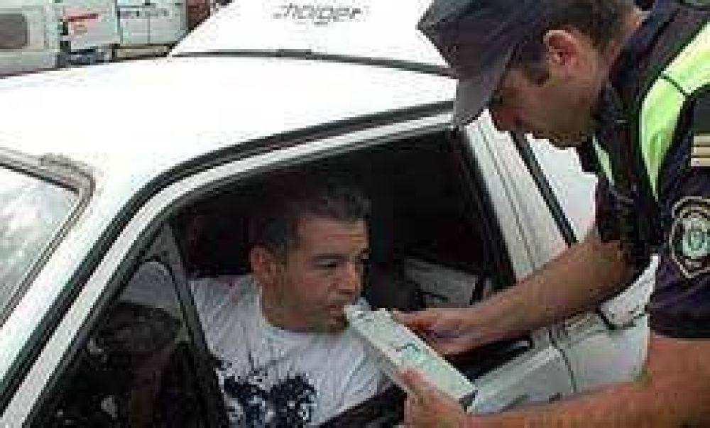 Los infractores de alcoholemia no podrán ceder el volante y le remolcarán el auto