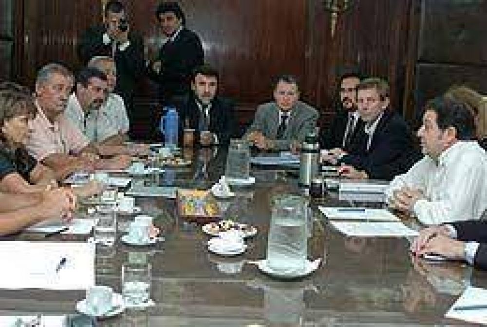 Bibiloni recibió a asambleístas y ratificó juicio por Botnia