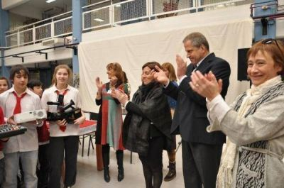 La Gobernadora inauguró Centro Multimedial en el Polivalente de Arte
