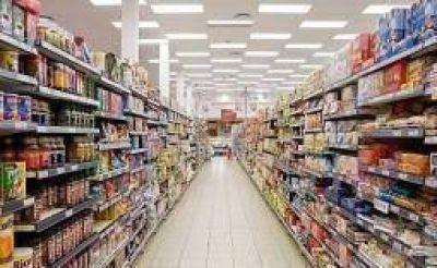 Un supermercado ofrece productos para comer por $6,99 por día
