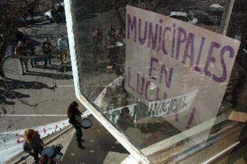 La toma del municipio de Viedma, cada vez más tensa