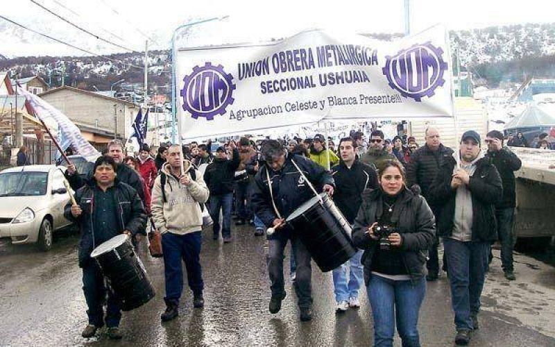 Numerosa manifestación en la Legislatura provincial