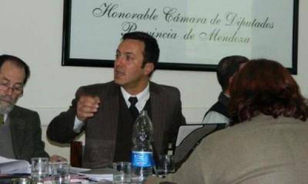 """Funcionarios de la Nación intentan frenar en la Legislatura la """"Ley Petri"""""""