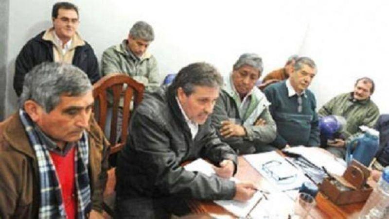 El Frente Intersindical entregó un petitorio al Gobierno y se prepara para una movilización