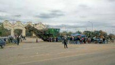 Conflicto en El Tabacal: Trabajadores cortaron ruta nacional 50. Hubo incidentes