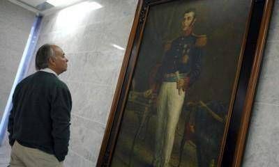 Antes del horario previsto, el público obligó a abrir el Memorial de la Bandera