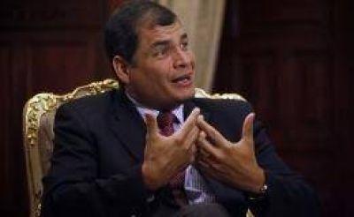 """Correa tildó de """"inaceptable"""" postura de Reino Unido sobre la detención de Assange"""