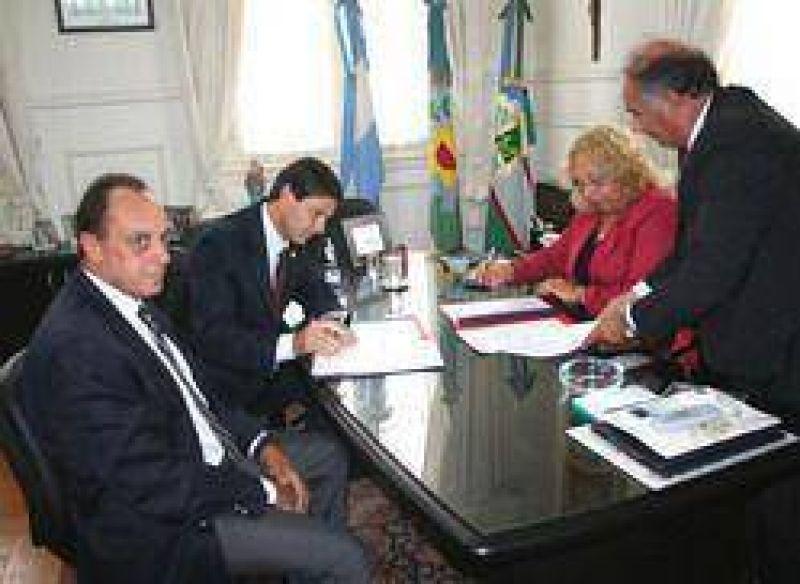 """""""Campana Ciudad inteligente"""": La Municipalidad de Campana y la empresa Esso firmaron un importante convenio"""