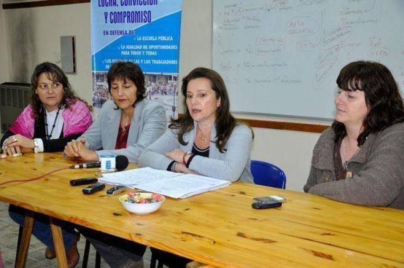 """UTELPA acusa al Gobierno de seguir con un """"esquema de los '90"""" en educación"""