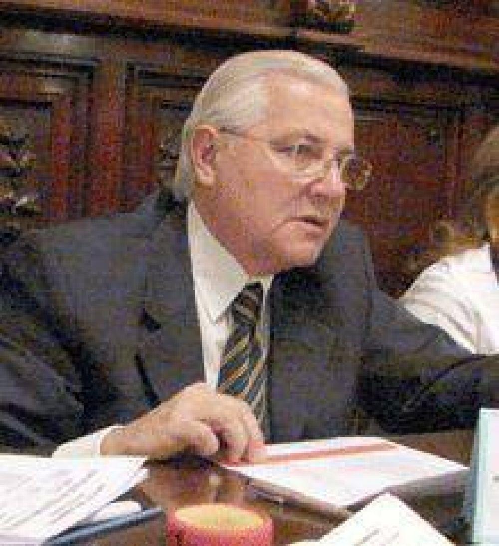 Renuncia el juez Carlos Soto Dávila.