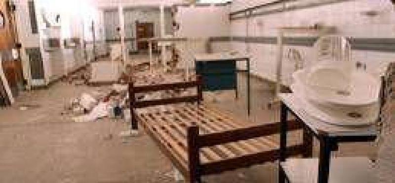 El abandono vive en el viejo Hospital Clemente Alvarez