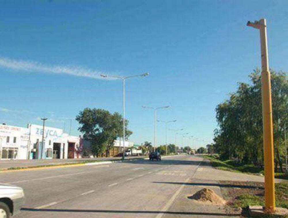 El primero se está instalando en Salva y la 34: Comenzaron con la colocación de los semáforos en la Ruta 34
