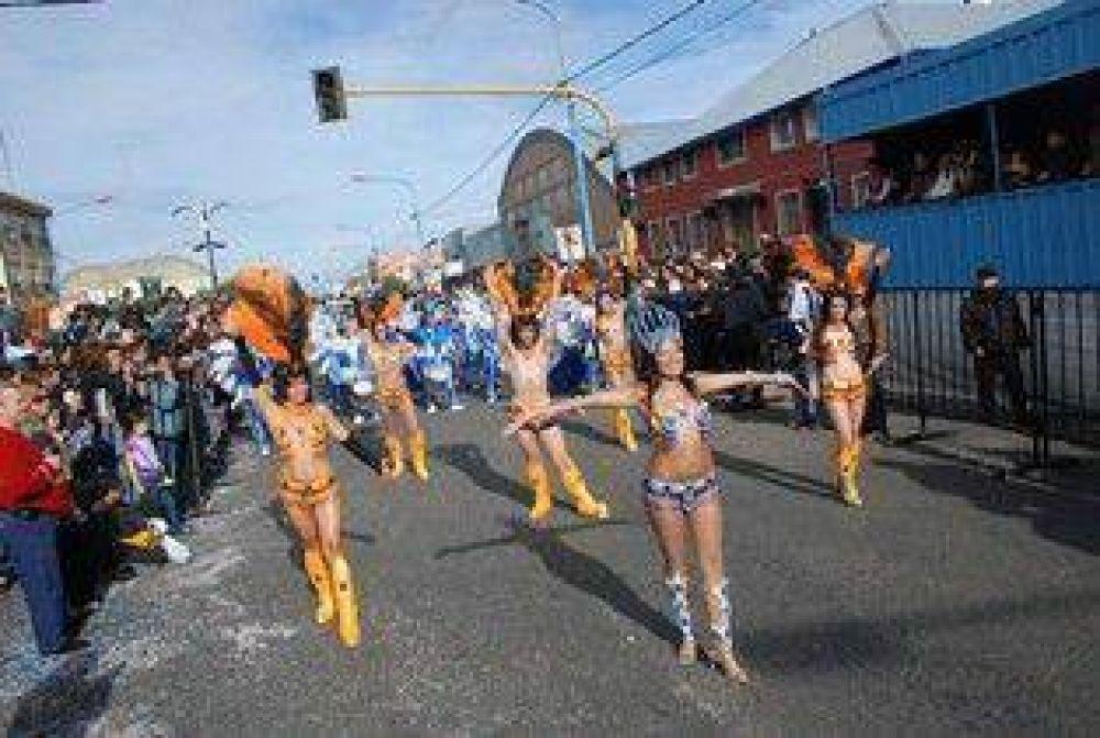 Multitudinario cierre de la décima edición del carnaval provincial 2009.