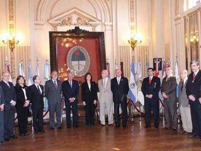 Homenaje de magistrados  A la enseña de Belgrano