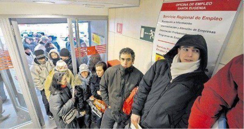 Por la crisis, España recibe cada vez menos inmigrantes