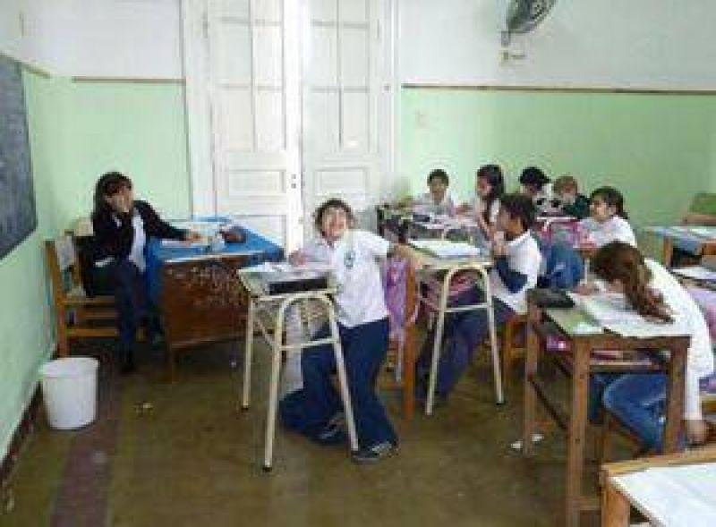�Los sueldos de agosto incluir�n los descuentos por d�as sin clases�, advierte el ministro Romero