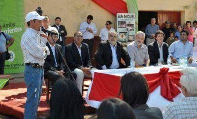 Colombi garantizó tierras para más de 200 familias