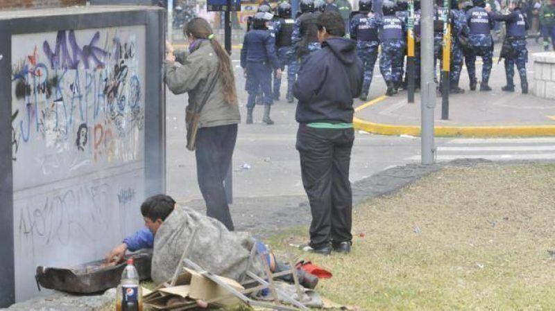 Graves incidentes y una batalla campal entre estatales y polic�as