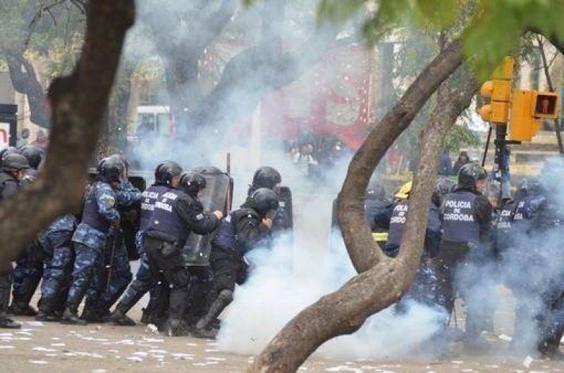 Represión, heridos, detenidos y destrozos en la protesta gremial