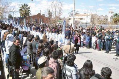 El pueblo de Sarmiento tomó las calles para festejar sus 104 años