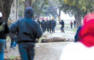 Represi�n policial desencaden� una batalla campal en Tabacal