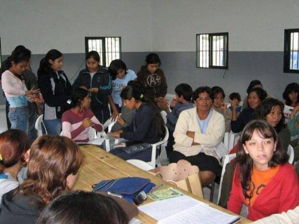 78 chicos estudian a través de una fundación