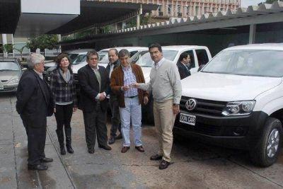 El Gobernador entregó 8 camionetas para Centros Integradores Comunitarios del interior