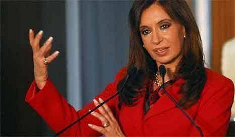 Cristina dicta la receta para evitar la crisis a un centenar de embajadores