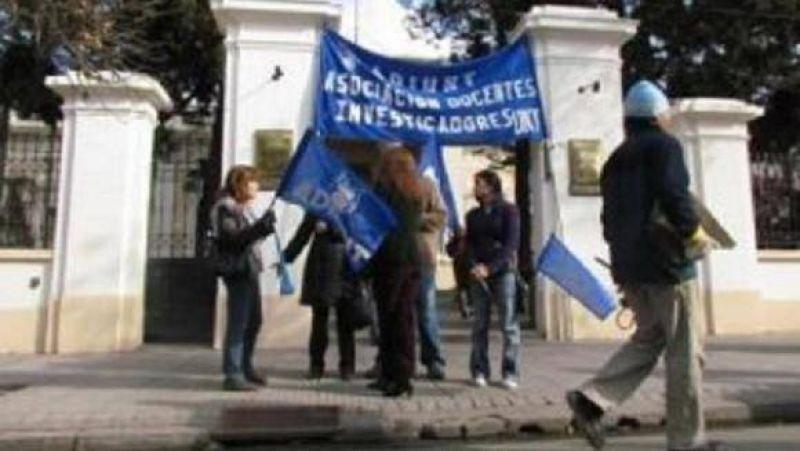 Los docentes de la UNT volver�n a parar los d�as 13 y 14 de septiembre