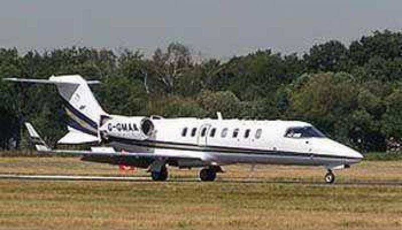Urtubey no llamó a licitación y compró en forma directa el costoso avión Learjet 45.
