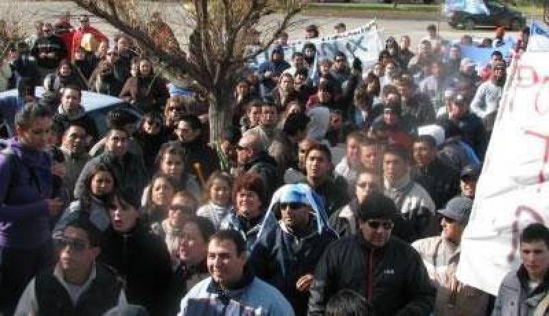 Los policías profundizaron la protesta y exigen se recibidos por Buzzi