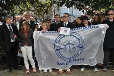 Abogados caminaron pidiendo la Ciudad Judicial