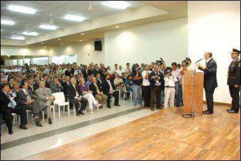 Insfrán inauguró un complejo educativo de 4.000 metros cuadrados en Clorinda.