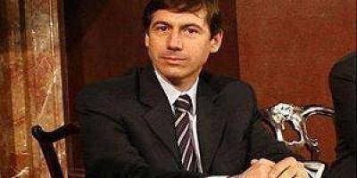 """El senador Luis Naidenoff cree que se promueve un """"federalismo con peaje"""""""