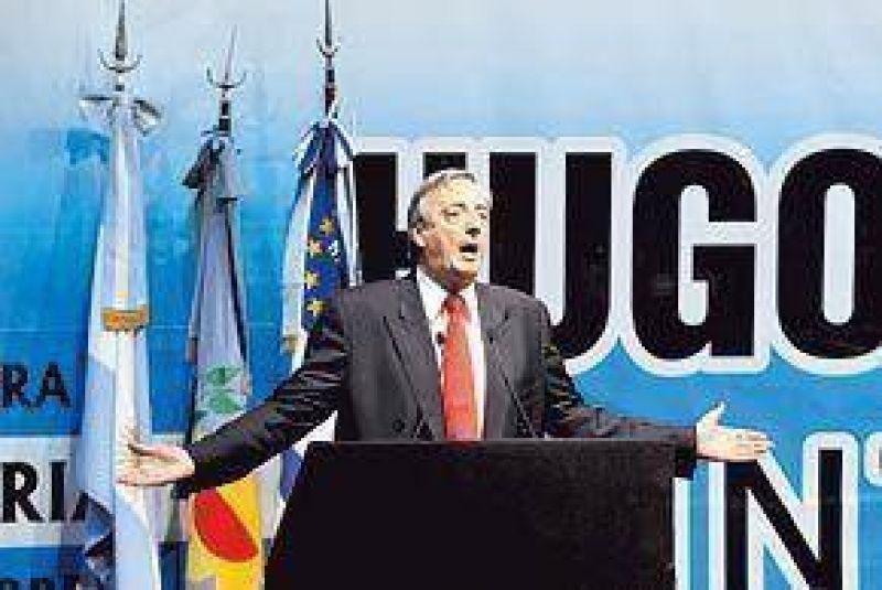 Molesto por el impacto electoral, Kirchner apunt� contra la prensa