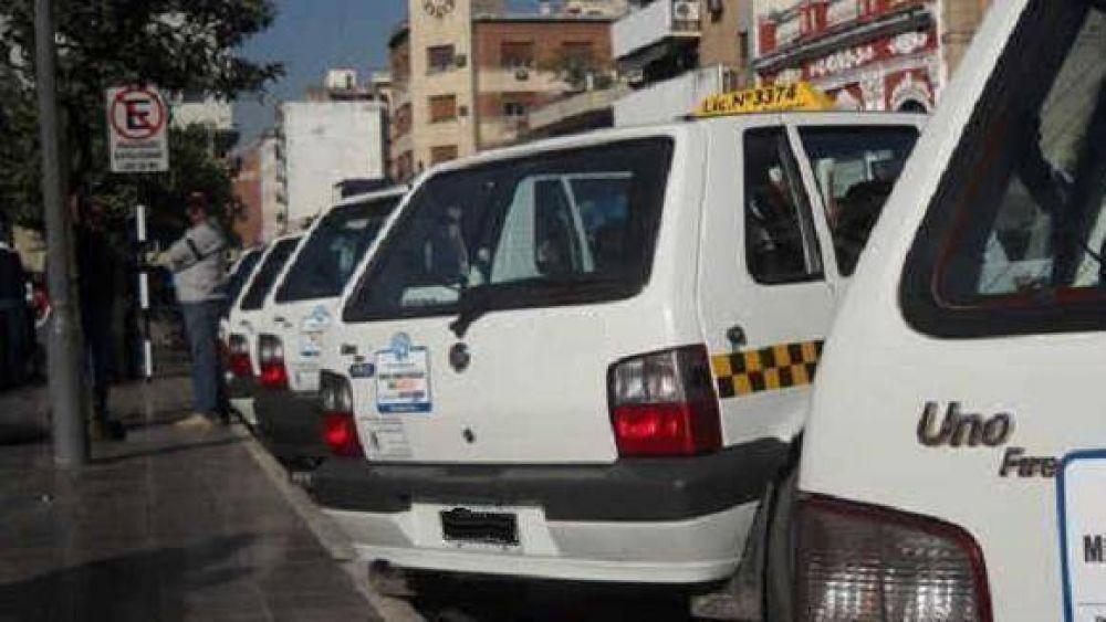 Taxistas insisten con el pedido de aumento, pero el Concejo dice que no es la prioridad