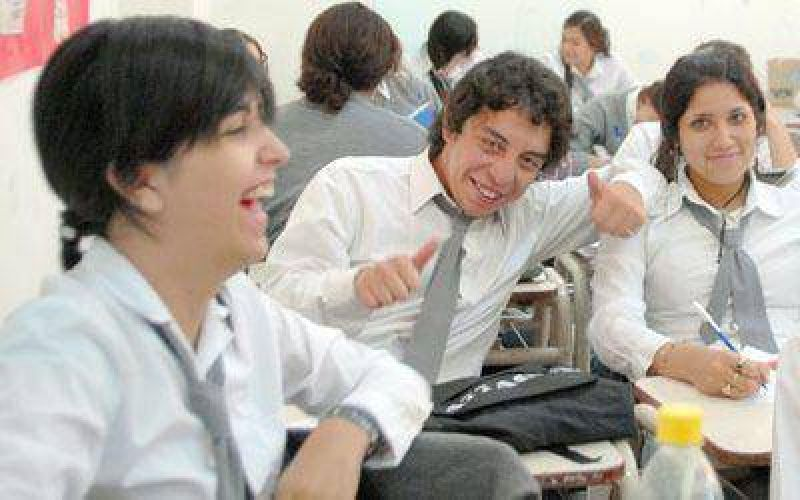 Alumnos de EGB 3, Polimodal y del nuevo secundario volvieron a las aulas.