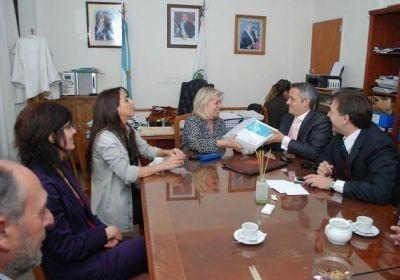 El Ministro de Hacienda entregó en la Cámara de Diputados el proyecto de ley de Presupuesto 2013